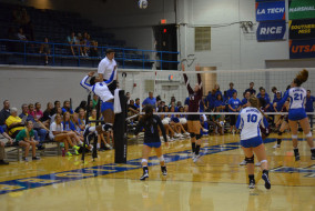 Pictured: MTSU Blue Raider volleyball team at their Tuesday night game in Alumni Memorial Gym.  Photo by Kyle Bates MTSU Sidelines Staff Photographer