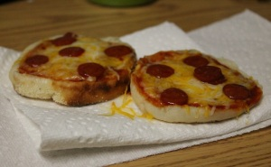 Freshly-made English muffin pizzas Photo by Chelsea Babin, MTSU Sidelines Staff Writer