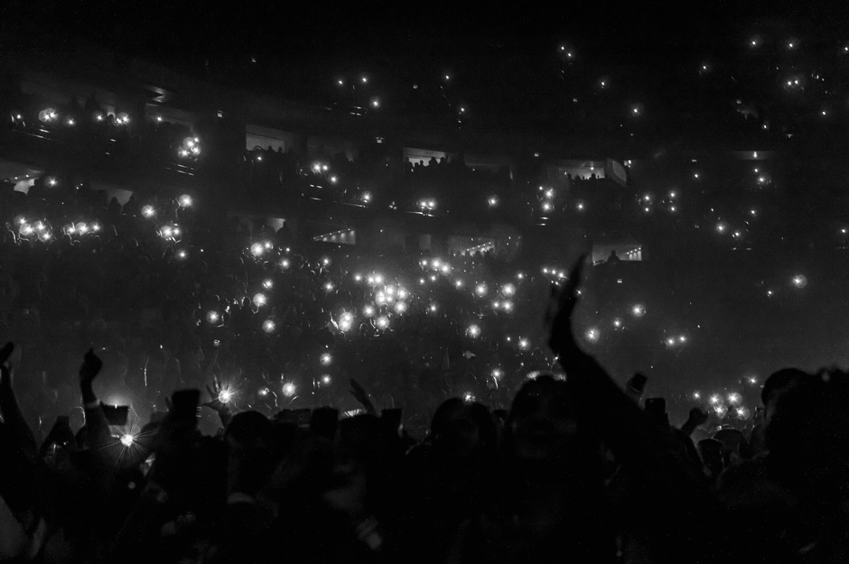 "Camera lights flashes as Trey Songz takes the stage at Bridgestone Arena in Nashville, Tenn. on Sunday, March 1, 2015. The concert was a part of he and Chris Brown's ""Between the Sheets"" tour. (Andre Rowlett / MTSU Sidelines)"