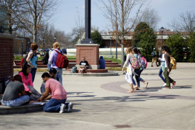 Students enjoy the warm weather in t-shirts and flip flops on Tuesday, March 24, 2015. (MTSU Sidelines/Samantha Hearn)